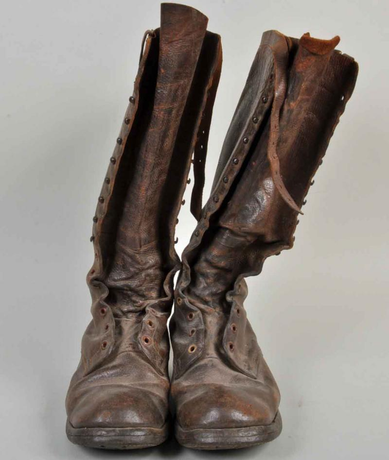 BRITISH WWI ARTILLERY AND MOUNTED ENLISTED RANKS BOOTS.