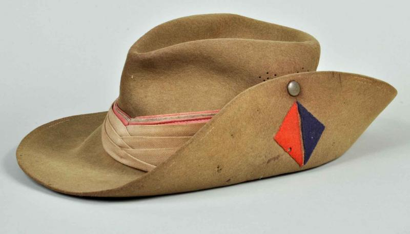 BRITISH WWII ARTILLERY SLOUCH HAT.